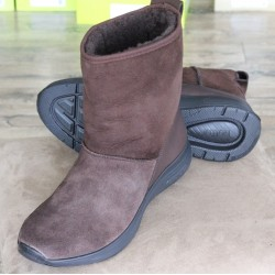 Hotter Snow chocolate suede...